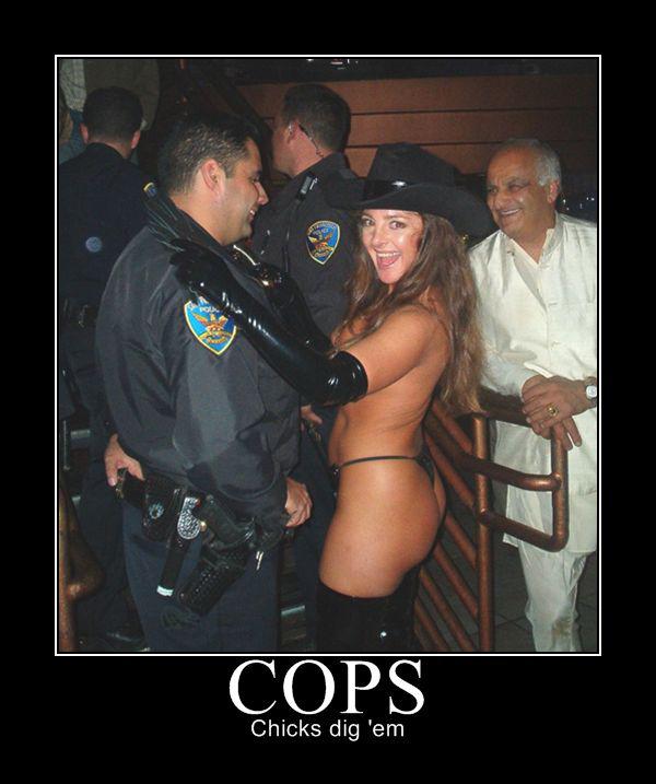 фото полицейские голые