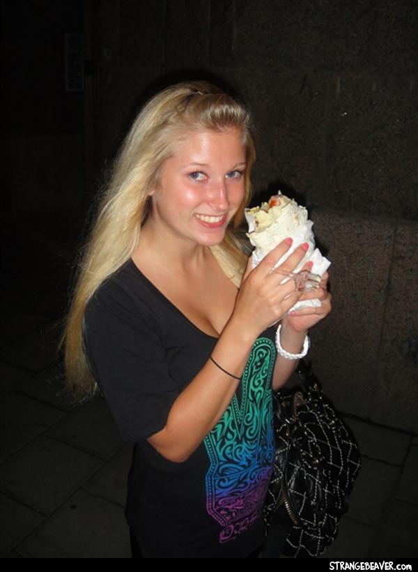 girls eating tacos