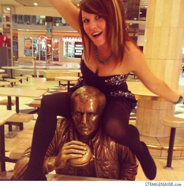 funny picture with statue