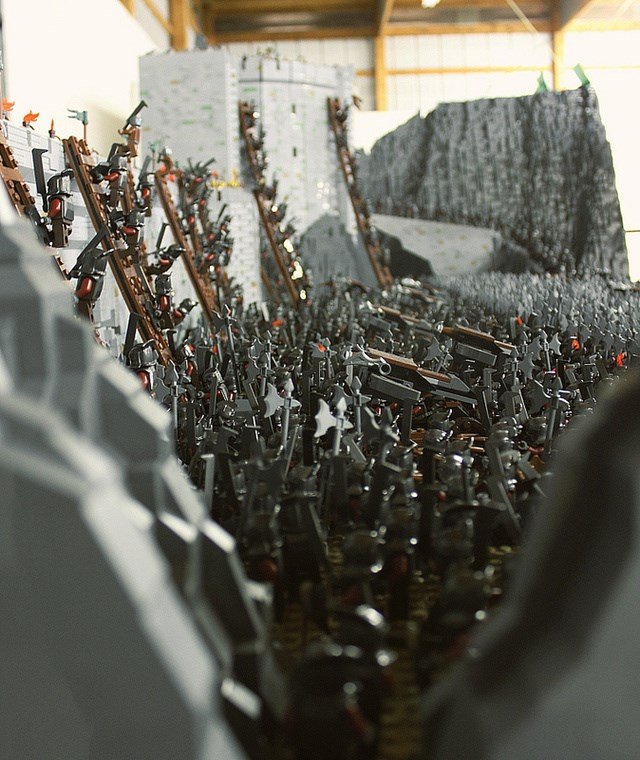 lego lord of the rings helm's deep battle scene