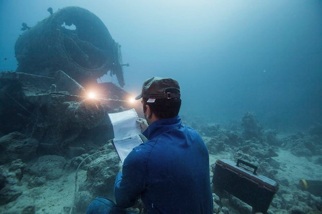 Underwater shipbuilder photography